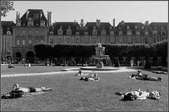 Un jour d'été, place des Vosges III