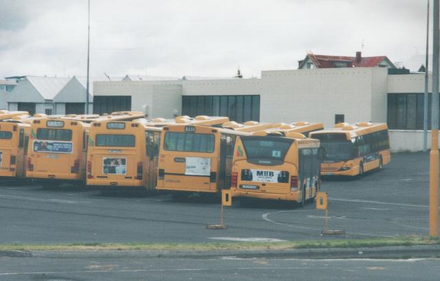 Sunday morning at the Strætó garage in Reykjavík - 28 July 2002 (496-18A)