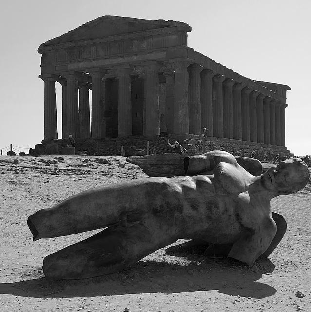 Tempio della Concordia and Icarus