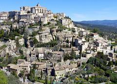 ...Gordes(Vaucluse),un des plus beaux villages de France,avec ses ruelles caladées et ses maisons bâties à même le roc...