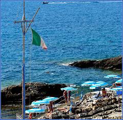 Mare balneare roccioso quello di Genova