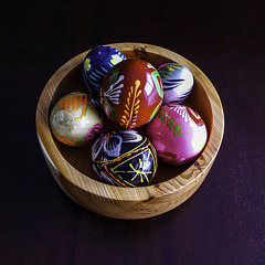 Yew bowl with eggs