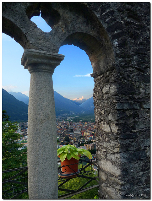 Resti del castello Mattarella-Ruins of the Mattarella castle on the Calvary .