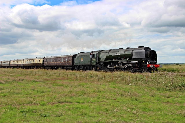 """LMS class 8P Coronation no 46233 DUCHESS OF SUTHERLAND at Willerby Carr Crossing  with  """"The Scarborough Flyer"""" 1st JULY 2017"""