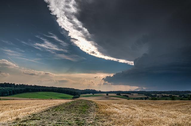 Thunderstorm building / Ein Gewitter zieht auf (schon wieder ...) (270°)