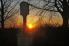 Sonnenuntergang bei einem alten Wegkreuz - Sunset at an old wayside cross