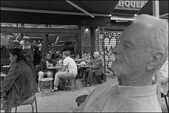 Quoi de plus normal que de se retrouver à la terrasse d'un café ?