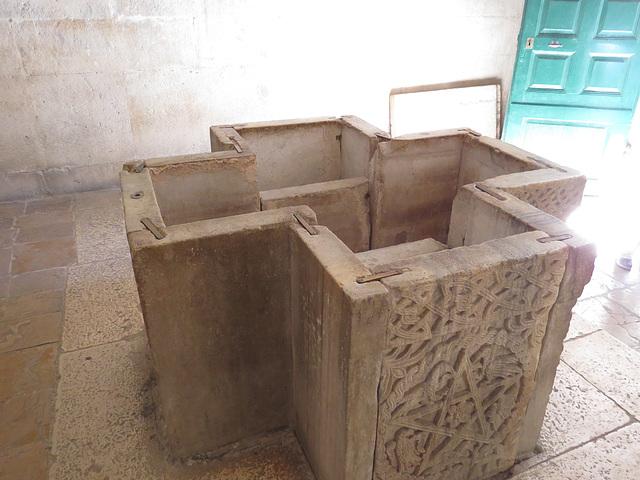 Temple de Jupiter, baptistère.