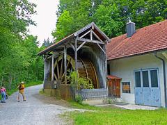 Das Mühlrad in der Gießenbach Klamm - HFF