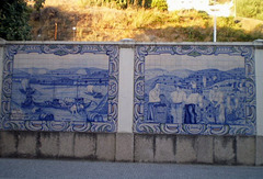 """Tiles panels inspired on grape harvest and Port wine loading on """"rabelos"""", bound to Porto."""