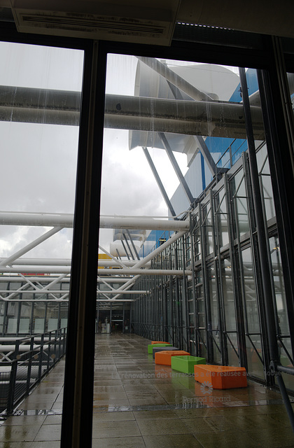 fenêtre, façade, Beaubourg pluvieux