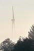 Windrad aus dem Nebel