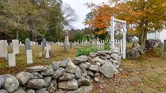 Cemetery rocky fence / Clôture de roches funéraires