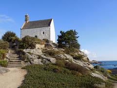 Petite chapelle sur son rocher