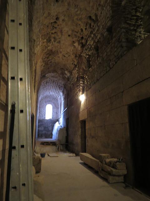 Sous-sols du palais de Dioclétien :  couloirs.