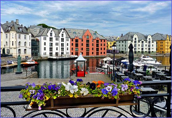 Alesund : il mare in centro città - (566)