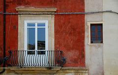 Stromkabel in der Fassade