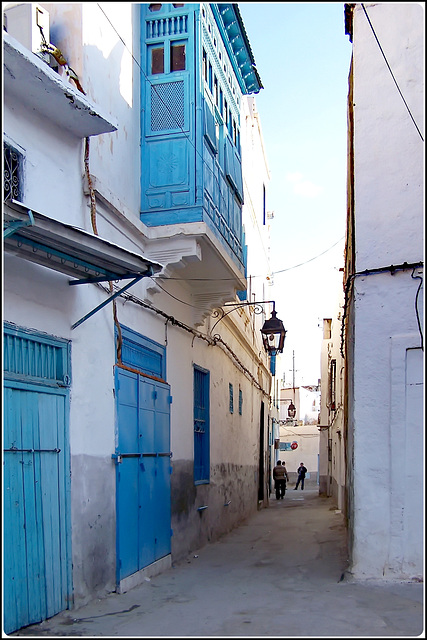 Tunisi : Una viuzza del centro storico con i suoi lampioni