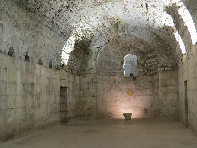 Sous-sols du palais de Dioclétien :  grande salle rectangulaire ouest.