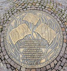 Gedenkplatte zur Bücherverbrennung vom Mai 1933
