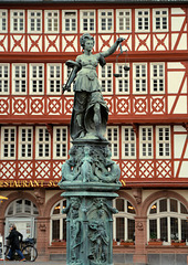 Skulptur auf dem Römerberg