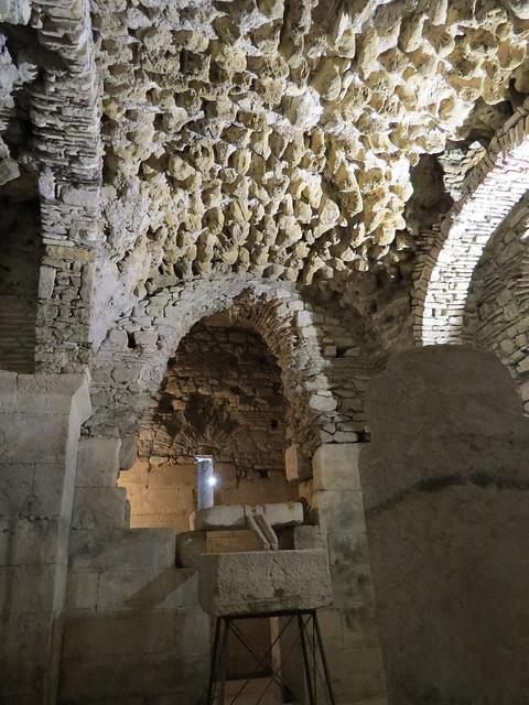 Sous-sols du palais de Dioclétien :  huilerie médiévale.