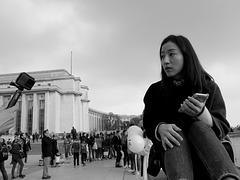 Paris - portrait d'une dame qui est pris en portrait par son ami