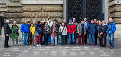 22 Fotofreunde vorm Hamburger Rathaus - Hier alle Namen