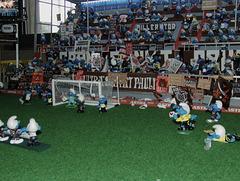 Südkurve Millerntor-Stadion in der Schlümpfe-Version