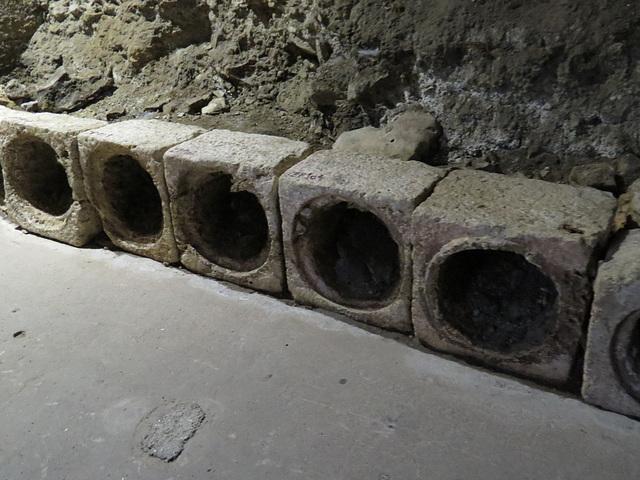 Sous-sols du palais de Dioclétien : éléments de canalisation.