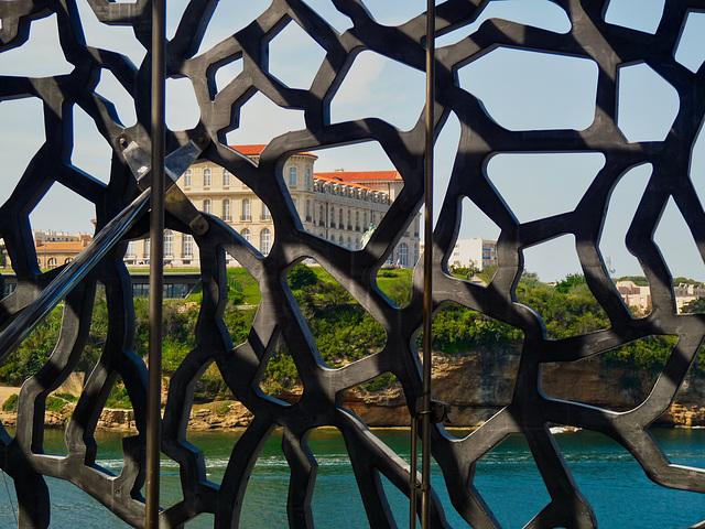 Cultures et sculpture à fleur d'eau .