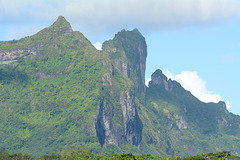Polynésie Française, Mt.Pahia (658m) and Mt.Otemanu (727 m) on Bora Bora (view from the West)