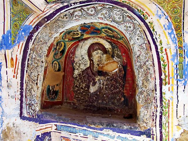 SINAI : una nicchia con l'icona di Santa Caterina dentro il monastero - il tempo ha lasciato segni profondi.