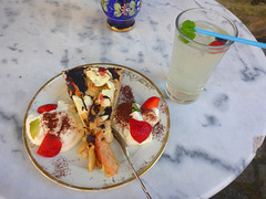 Pirna - Cafe Bohemia - Kuchen mit Getränk