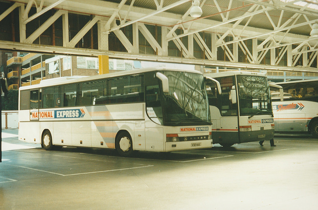 Bebb Travel V32 HAX and Dorset Travel R351 LPR at London (Victoria) - 8 Jun 2000