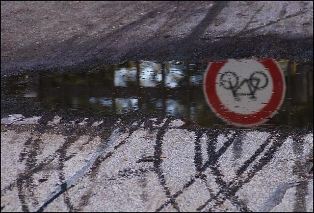 Am Schild stört sich niemand:)