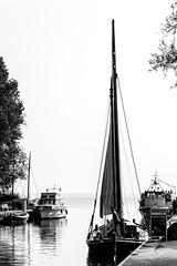 Zeesboot in Wustrow (PIP - Bild in Farbe)