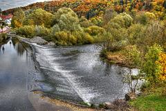 Der Neckar bei Mühlen mit Blick auf den Mühlkanal