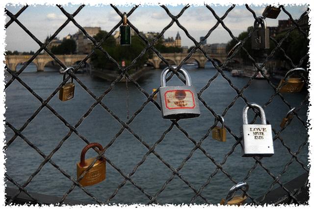 Cadenas sur le Pont des Arts - Paris