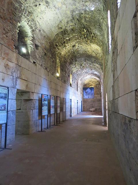 Sous-sols du palais de Dioclétien : chambres de gardes.