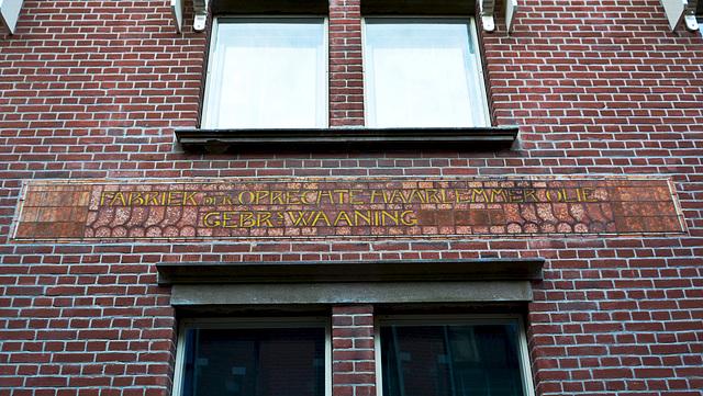 Fabriek der Oprechte Haarlemmerolie – Gebr. Waaning