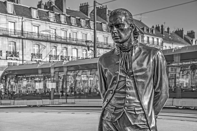 BESANCON: Statue du Marquis Jouffroy d'Abbans 01.