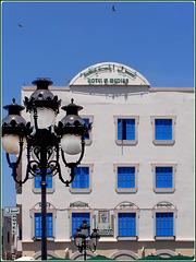 Tunisi : Hotel Medina e grande lampione tunisino