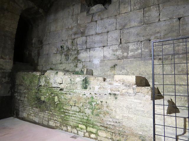 Sous-sols du palais de Dioclétien : escalier vers le niveau supérieur.