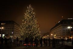 Berlin. Pariser Platz ... ♫ ♪ ♪ ♫