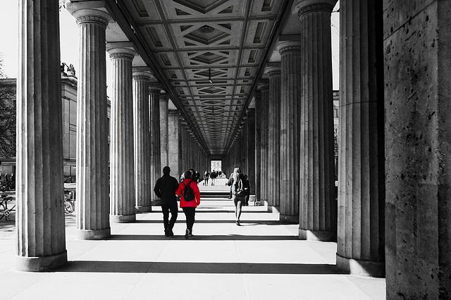 Blick in einen Säulengang am Kolonnadenhof auf der Berliner Museumsinsel - View into a Colonnade at the Kollonadenhof on Berlin's Museum Island