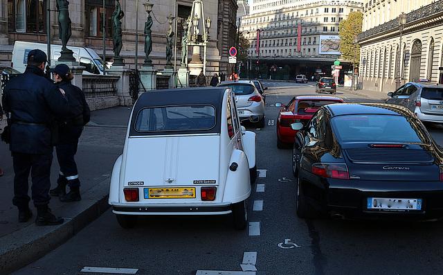 Citroën 2 CV ou Porsche Carrera , la même prune .
