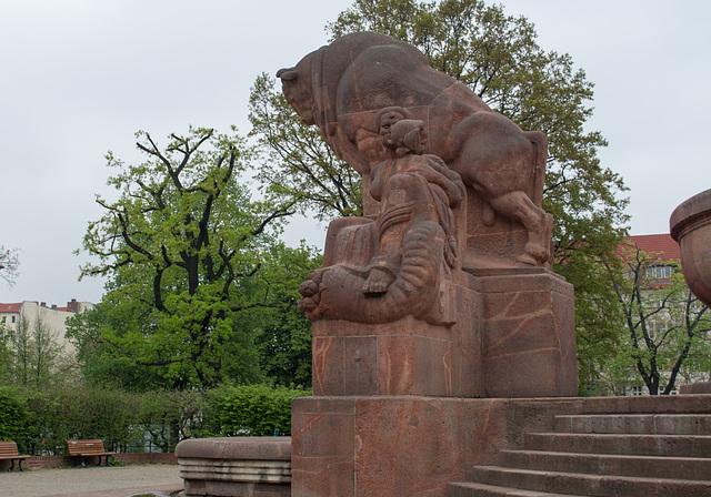 Berlin Arnswalder Platz fertility fountain (#2691)
