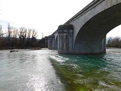 Pont qui enjambe la Drôme