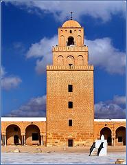 La grande moskea di Kairouan costruita nel 670 d.C. - moschea di Ucba - 9000 mq.